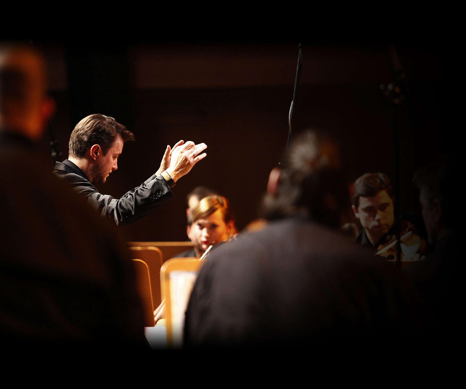 World Orchestra - projekt bez granic. Wywiad z Grzechem Piotrowskim
