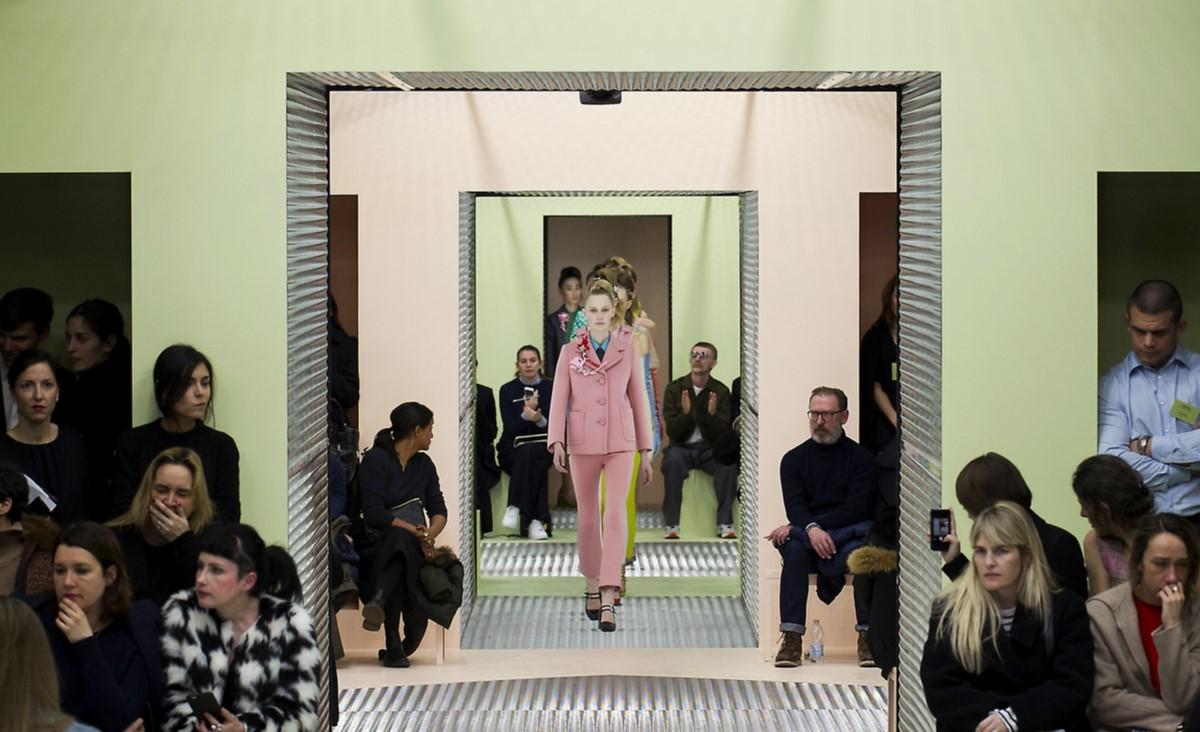 Największe domy mody ruszyły na pomoc w walce z koronawirusem