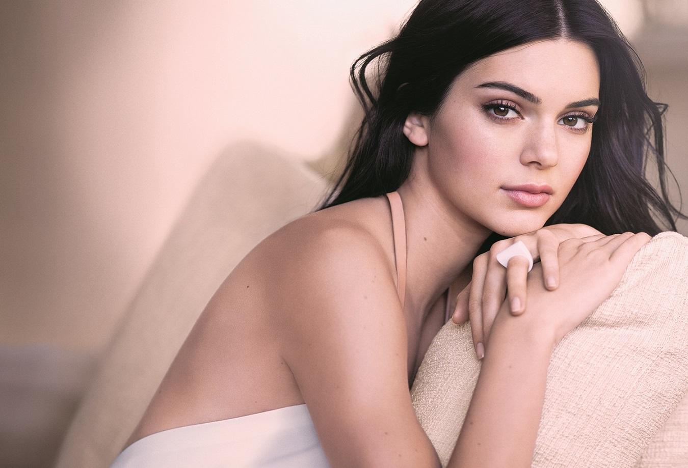 double-wear-nude-cushion-stick-model-kendall-jennera