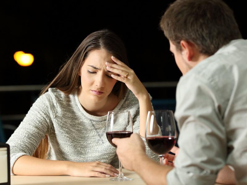 Dlaczego tylu facetów na pierwszych randkach mówi tylko o sobie? Jak reagować?