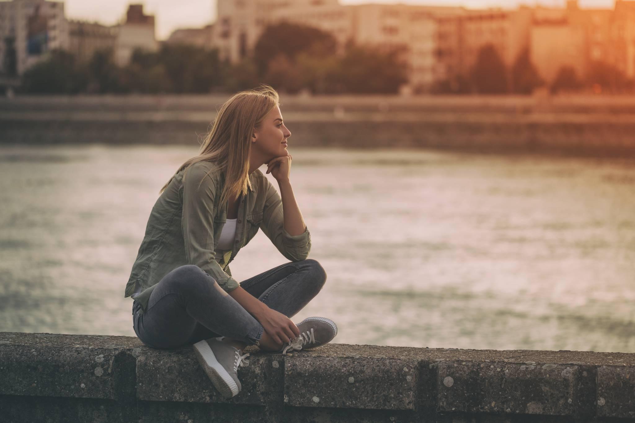 Sama nie znaczy samotna: Czy życie samotnika jest naprawdę dobre?