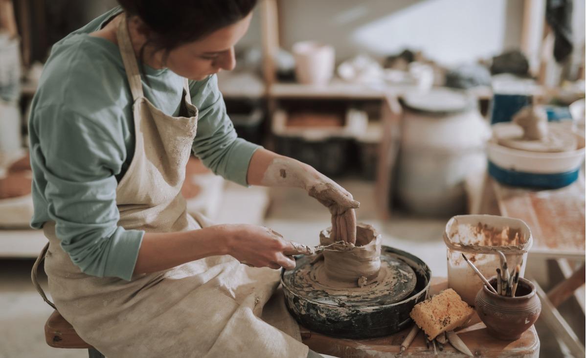 Zajęcia z ceramiki - czego uczy praca z gliną?