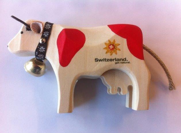 drewniana krowa, charakterystyczne lokalne rękodzieło