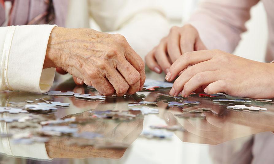 Jak Alzheimer wpływa na kontakt mózgu z ciałem?