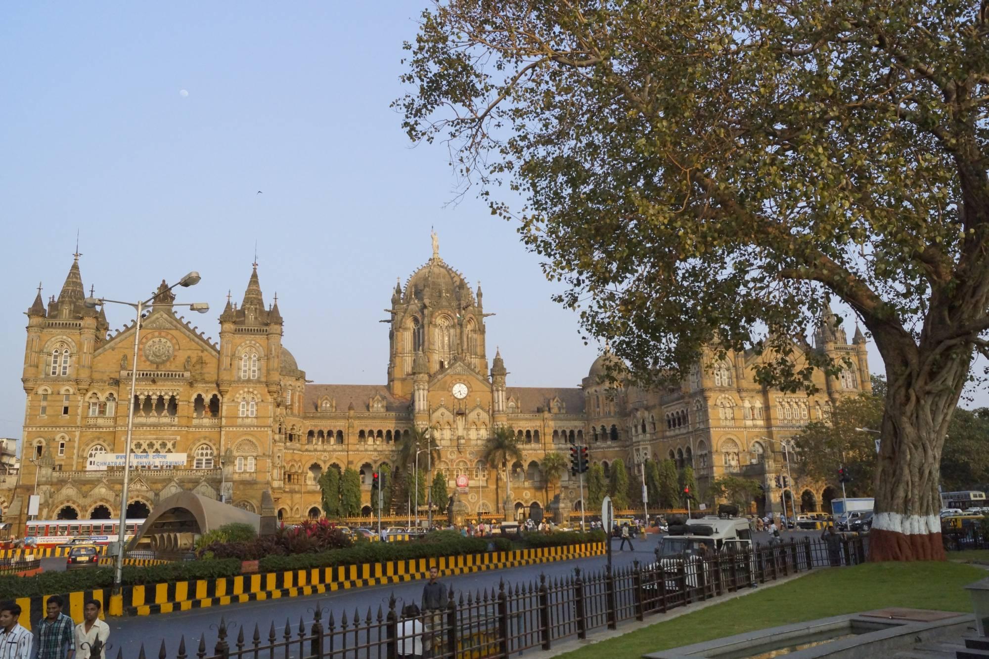 Stacja CS, dawniej Victoria Terminus w Mumbaju