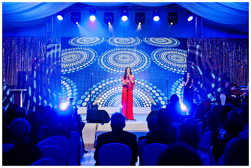 Gala Kryształowe Zwierciadła 2012.Galę uświetnił występ Kayah, która zaśpiewała w akompaniamencie muzyków z Młodej Polskiej Filharmonii w kameralnym składzie.