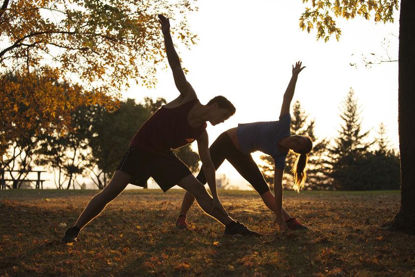 W rozgrzewce sprawdzają się elementy jogi
