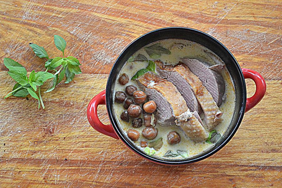 Zupa z pieczonej ciecierzycy z kaczką za kuchennymi dzwiami