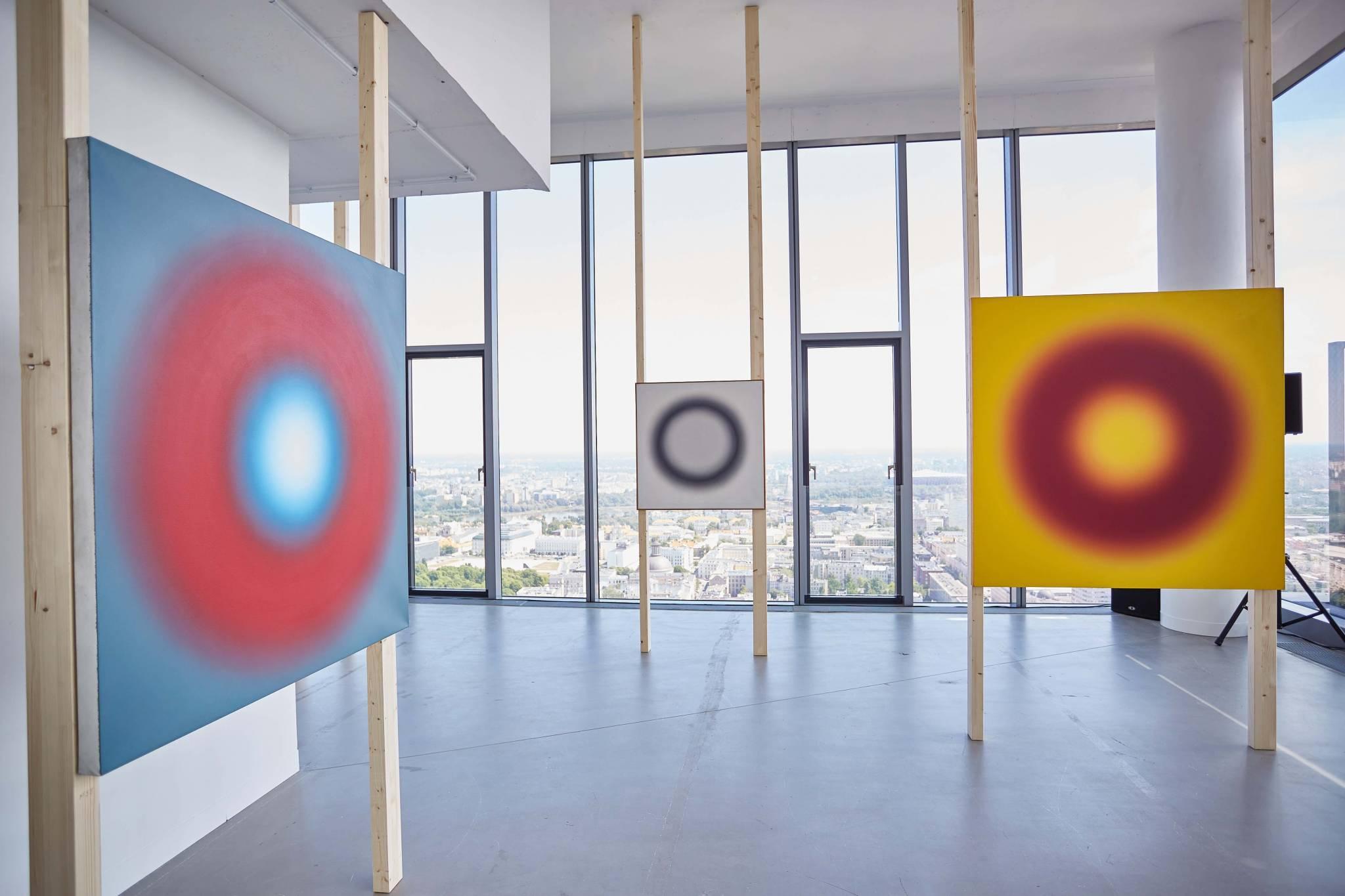 Niezwykła wystawa prac Wojciecha Fangora na 42 piętrze Cosmopolitan!