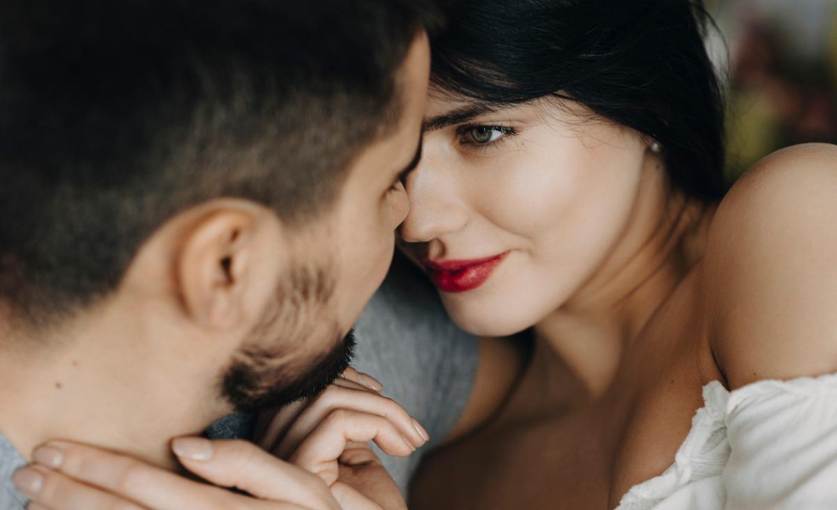 Seks zawsze coś zmienia w relacji. Kiedy iść do łóżka z nowym partnerem?