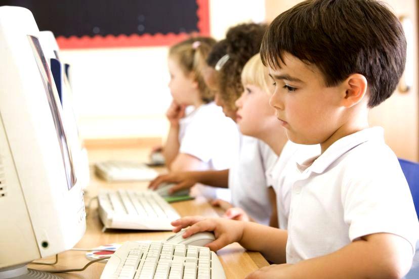 Coraz więcej dzieci w sieci