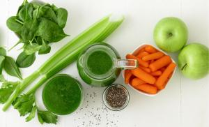 2013/04/detoks-czy-ma-sens-vegetable-smoothie-healthy-organic-drink-with-chia-seeds-picture-id1138348937.jpg