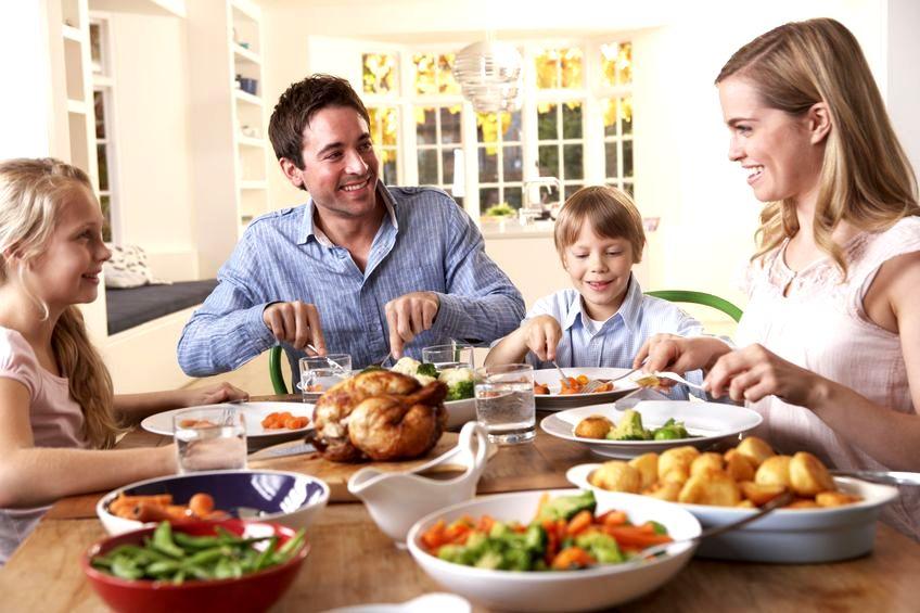 Wspólne posiłki poprawiają relacje rodzinne