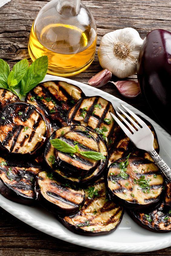 Grillowany bakłażan z sosami aioli i gorczycowym winegret