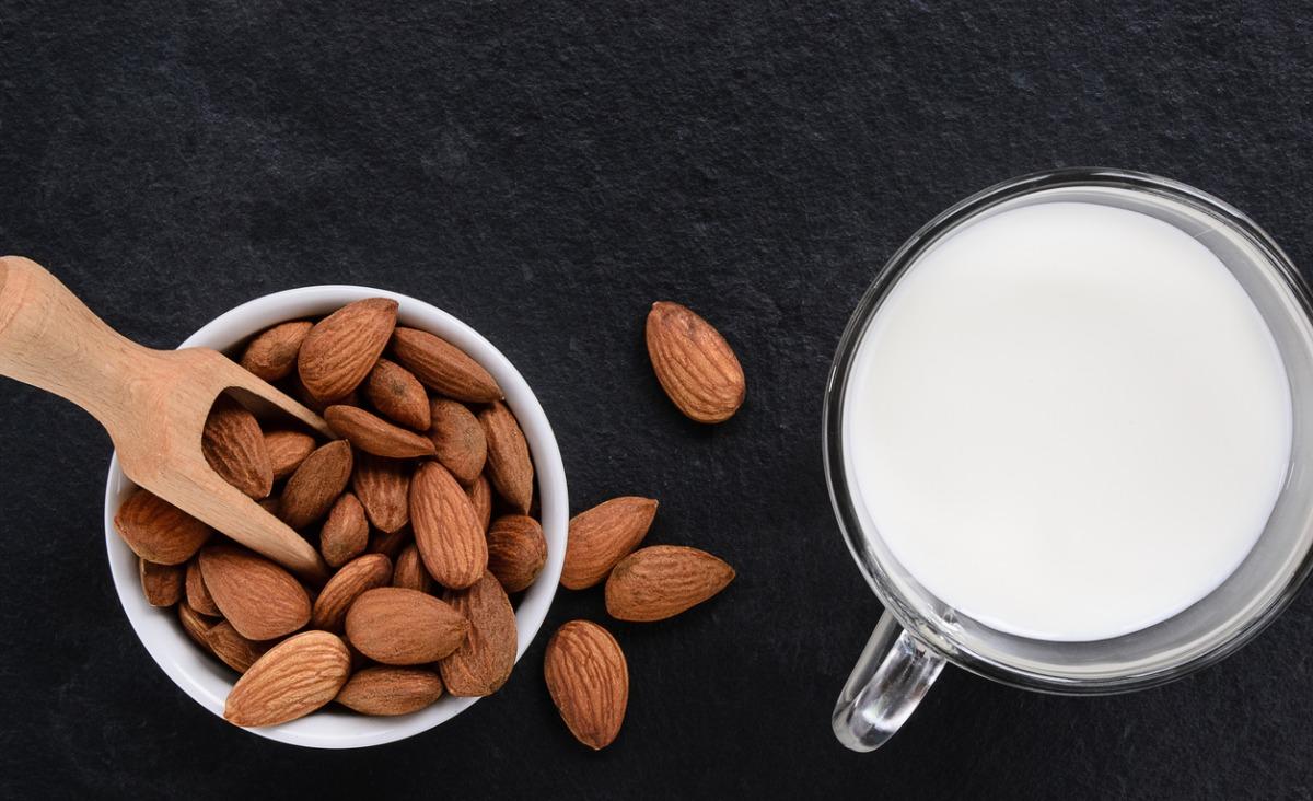 Mleko bez laktozy - co zawiera laktozę i dla kogo sprawdzi się dieta bez nabiału?