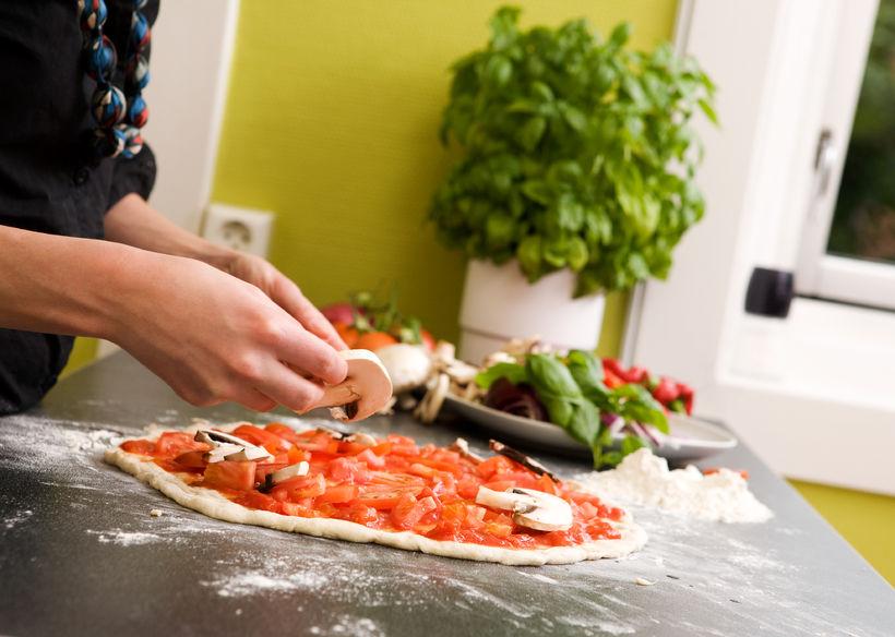 Przepis na domową pizzę wegetariańską