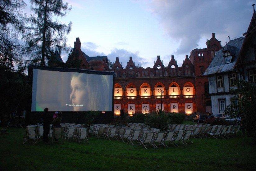 Sokolowsko_Hommage_a_Kieslowski_projekcje przed zamkiem_Fot. Archiwum festiwalowe (1)