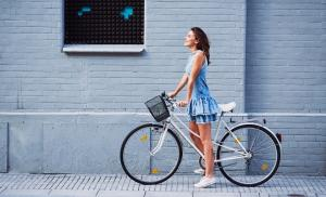2019/08/woman-on-bike-trip-in-the-city-during-summer-picture-id937262154-1.jpg