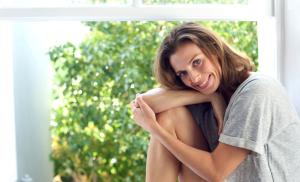 2010/11/dobrze-ze-jestem-attractive-woman-smiling-by-window-at-home-picture-id469412894.jpg
