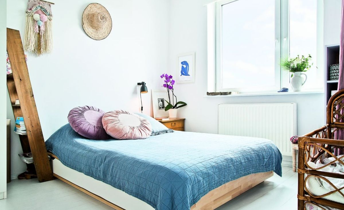 Dzięki jasnym barwom pomieszczenia wydaja się większe, niż są w rzeczywistości (Fot. materiały Westwing)