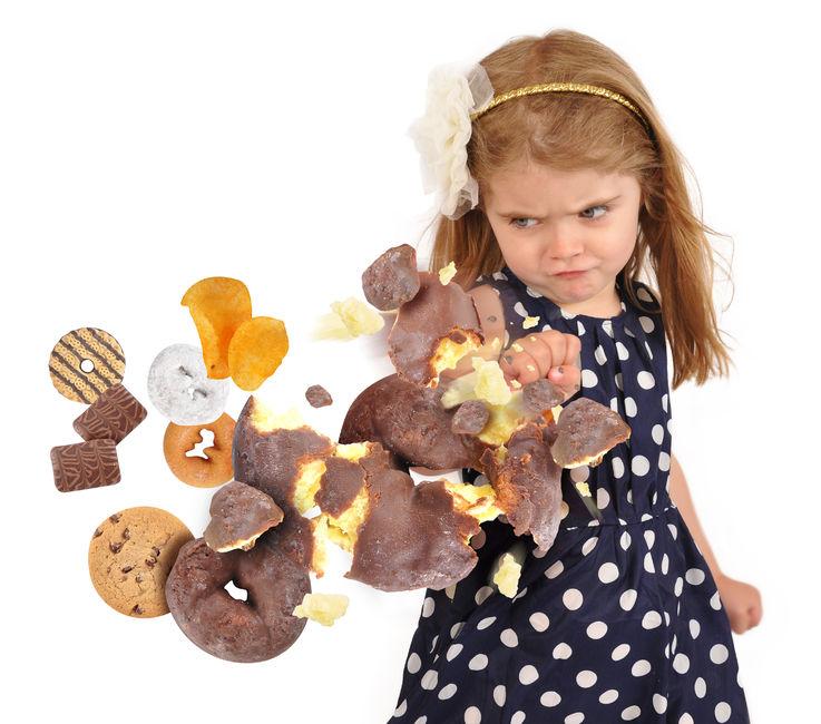 dziecko_smieciowe_jedzenie