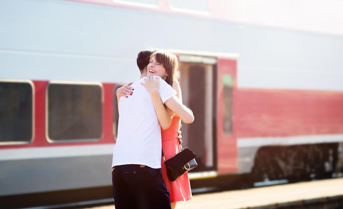 Związek na odległość - czy (i jak) miłość zależy na dłuższą metę od dystansu?