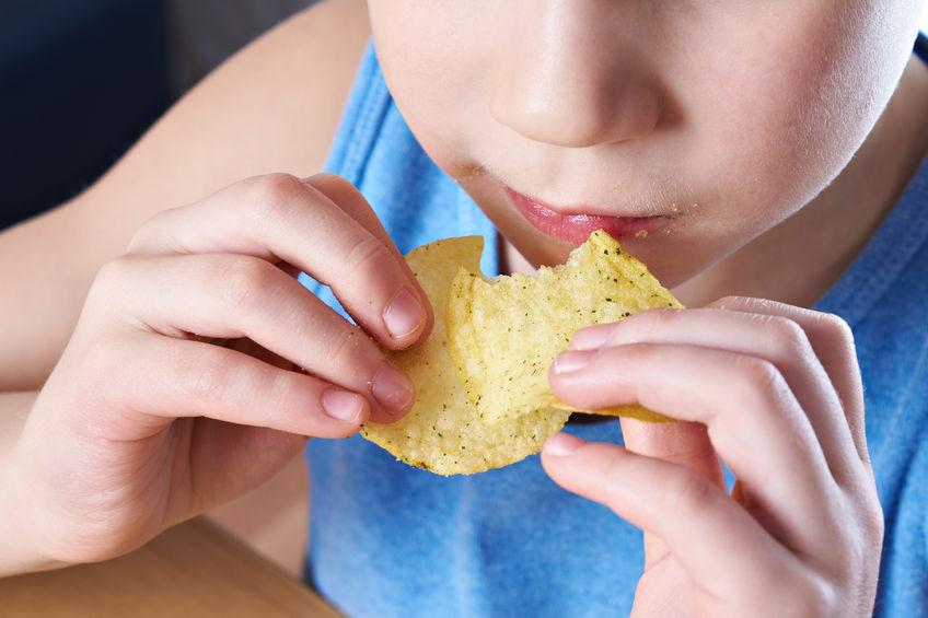 Co zrobić, gdy chipsy i słodycze stają się sposobem na dziecięcy stres?
