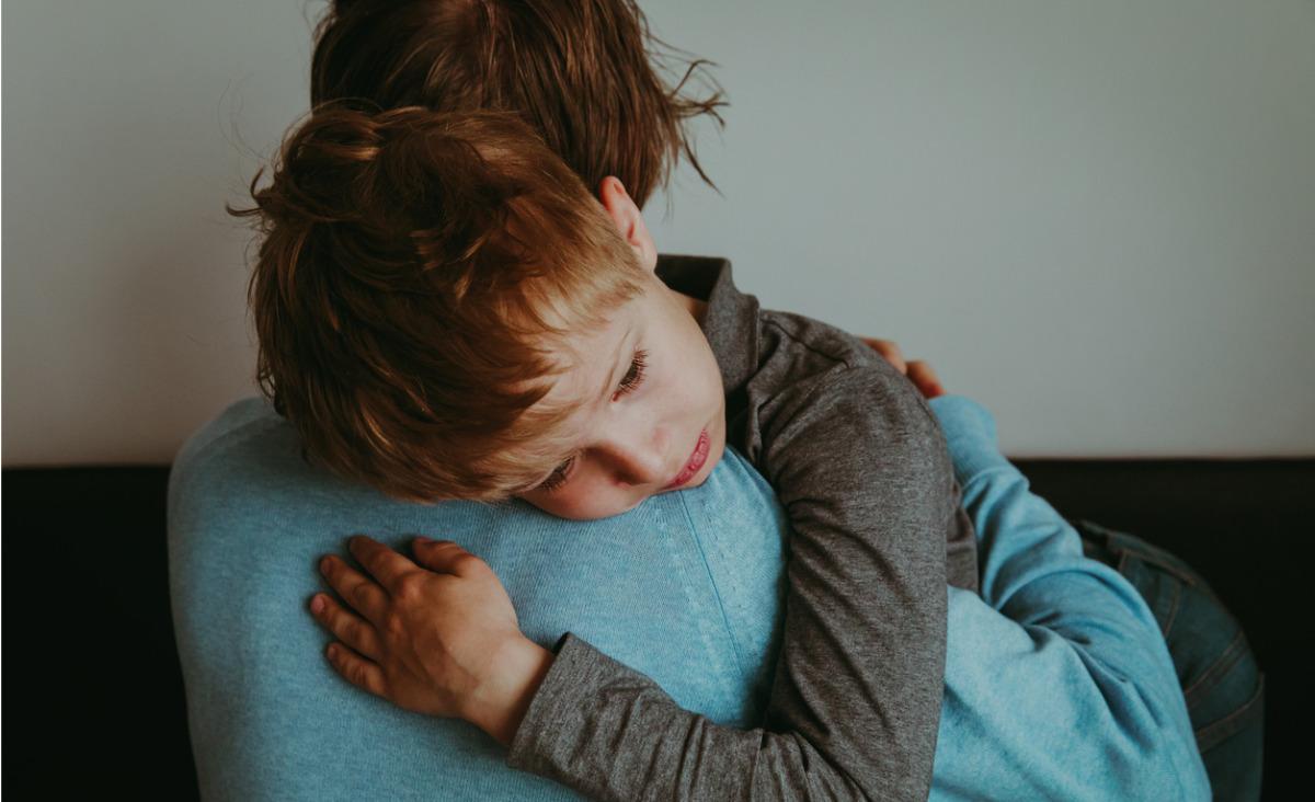 Jak nauczyć dziecko reagować na przemoc ze strony rowieśników?