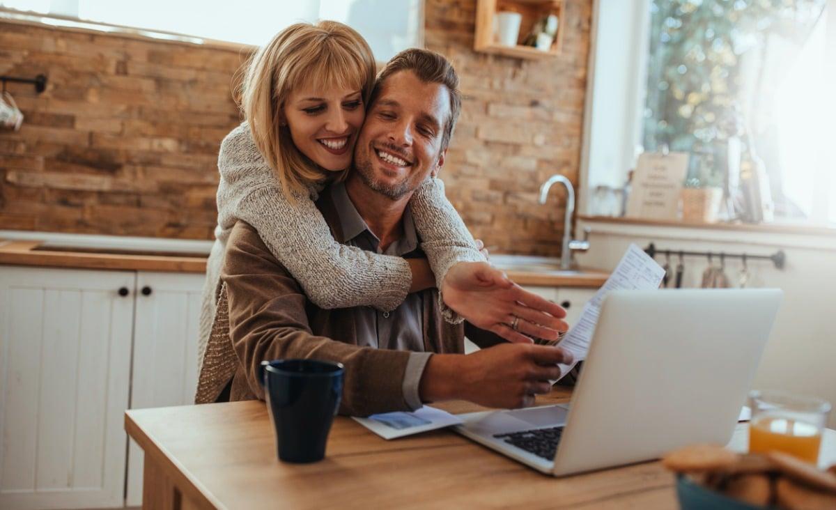 Czy szczęście i pieniądze idą w parze? Rozmowa z dr Konradem Majem