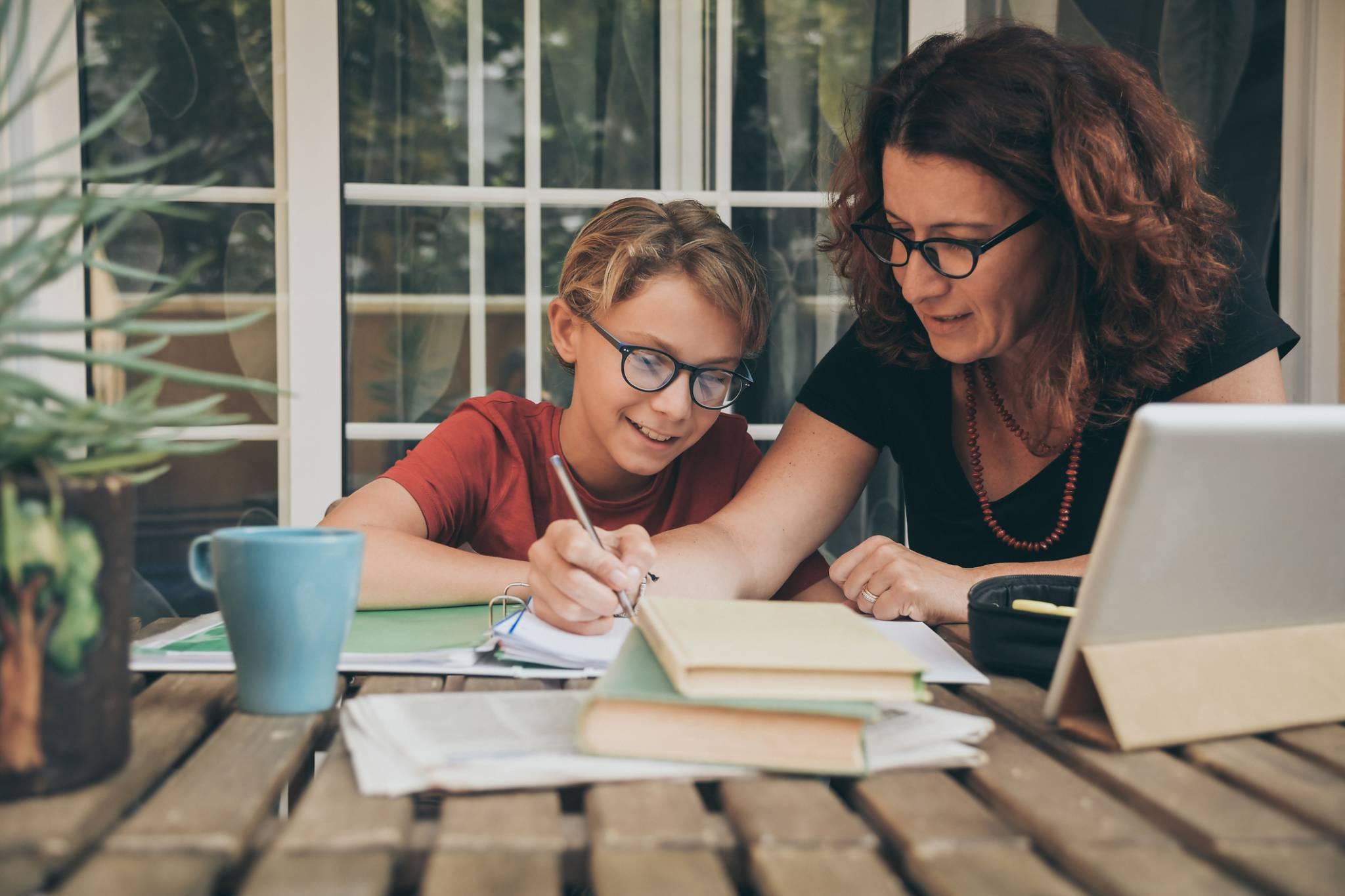Jak zdrowo angażować się w życie szkoły i wspierać dziecko?